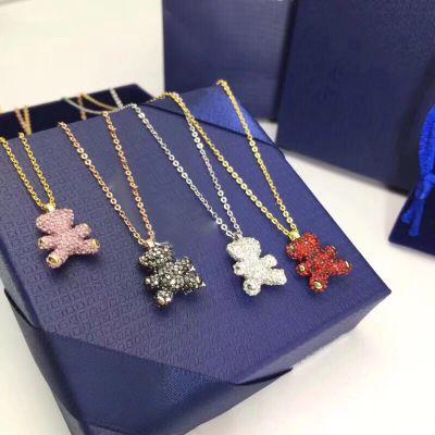9dbb6c5c7046 Cristales de Swarovski encantadores colgante de osito de peluche Collar de  cachorros 3D Cadena de clavículas Viento del campus Enviar novias ...