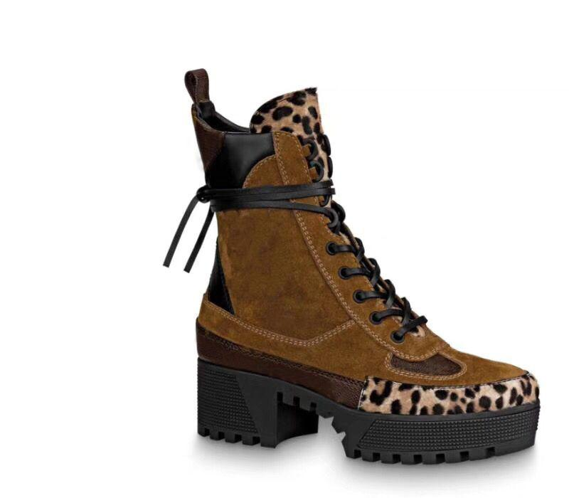 Martin Boots Winter Weel Heel Heel Scarpe Desert Stivali Desert Stivali 100% Pelle Flamingos Love Arrow Medaglia Stivali Lace Up Tacchi alti grandi dimensioni 4-41-42