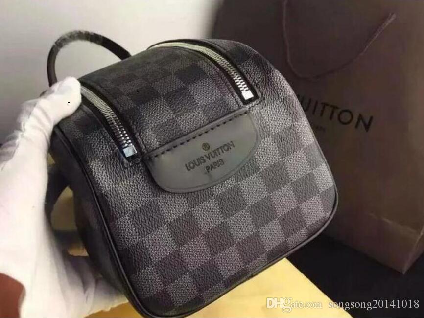 bfa9f5179439 2019 Louis Vuitton men travelling toilet bag fashion design women wash bag  large capacity cosmetic bags makeup toiletry bag Pouch 154