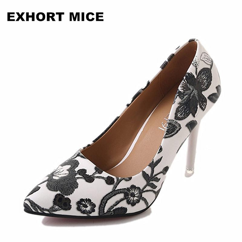 dc74a06b44b Designer Dress Shoes Women Pumps 2019 New Design High Heels Dress Pump  Middle Heels Women S Embroider Stilett Pointed Toe  1 Boots For Men Wedge  Shoes From ...