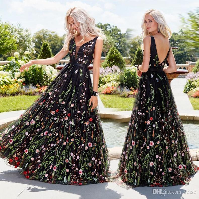 22345646ce41 Venta caliente Sexy vestido de fiesta profundo cuello en V vestidos  bordados sin mangas vestido bordado delgado sin espalda gran columpio falda  ...