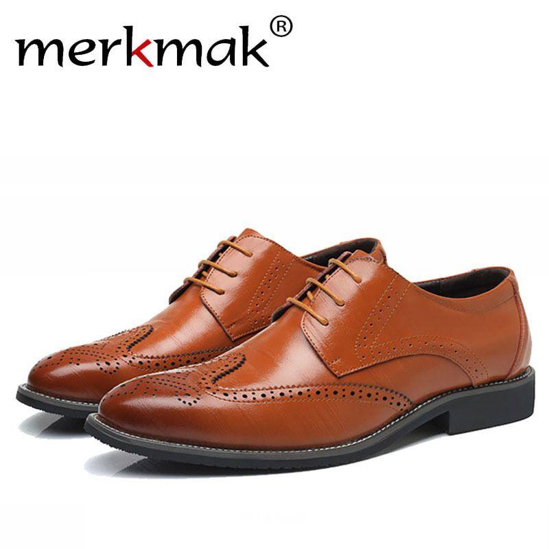 16fe2ac5f0 Compre Merkmak Tamanho Grande 38 48 Moda Homens De Couro Sapatos De Luxo  Homens Furos Apontou Toe Sapatos Oxford Brogue Para Homem Lace Up Designer  De Ycqz