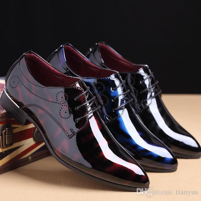 Compre Zapatos De Vestir Para Hombre De Lujo Elegante Para Hombre Zapatos  Formales De Charol Mocasines Hombres Diseñador De La Marca Italiana Pisos De  Boda ... ca7661527ff6