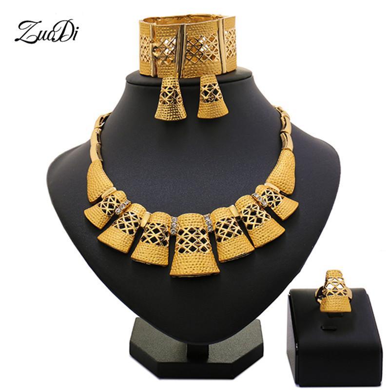 fdd40401b1a2 Compre Zuodi 2019 Dubai Joyas De Oro Establece Nigerianos Accesorios De  Joyería De La Mujer De La Boda Conjunto De Moda Perlas Africanas Conjunto  Al Por ...