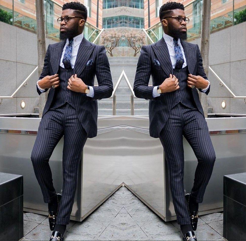 Compre Trajes De Rayas De Esmoquin De Boda De Moda 2019 Para Hombres Solapa  Enarbolados Oscuros Esmoquin De Novio Por Encargo Chaqueta + Pantalón +  Chaleco ... c275d426e4e9