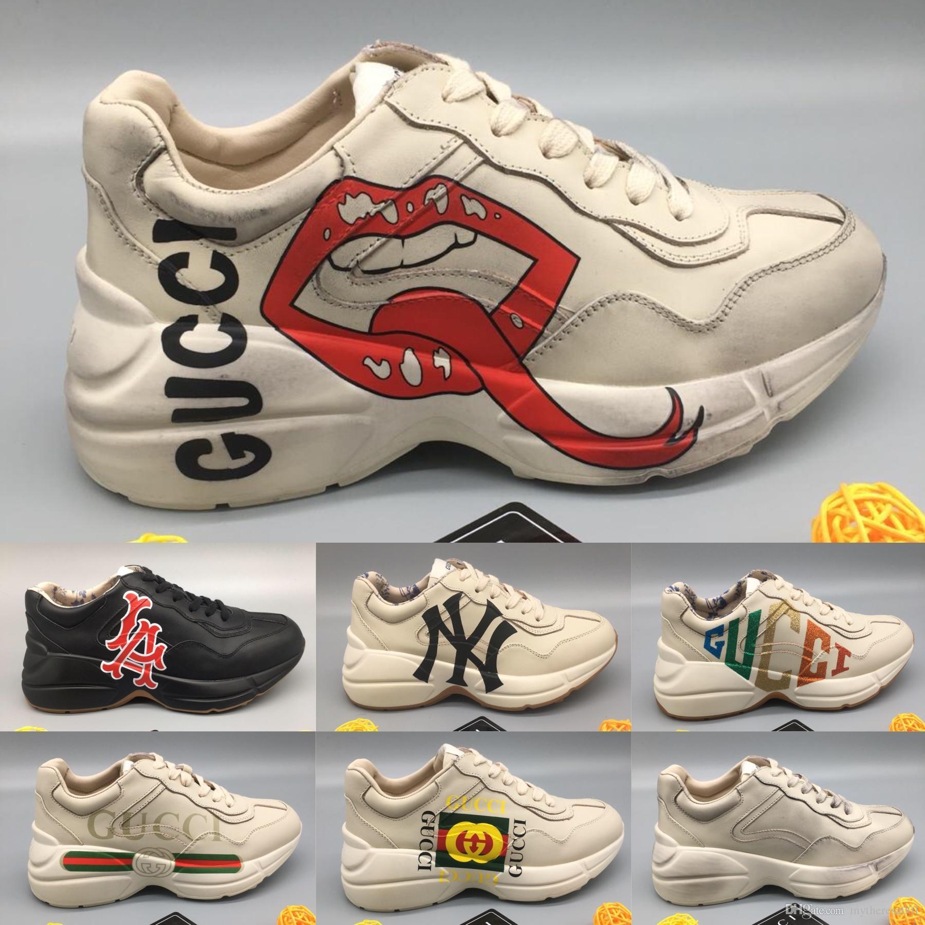 38a1f4744 Compre Zapatillas Rhyton Para Hombre Con Boca Estampado De Labios NY  Yankees Mujer Marca De Lujo Vintage Trainer Hombres Diseñador Zapatos Para  Escalar De ...