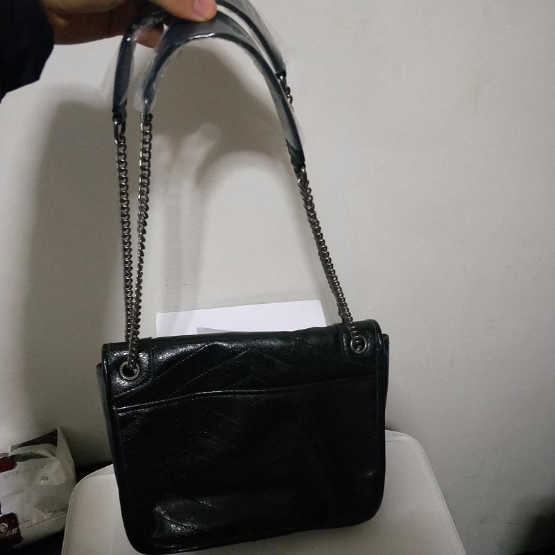 9b549126cdb32 Großhandel Designer Frauen Handtaschen Famouse Marke Damen Klassische Taschen  Top Qualität Echtes Leder Metallschnalle Italienische Designer Y  Umhängetasche ...