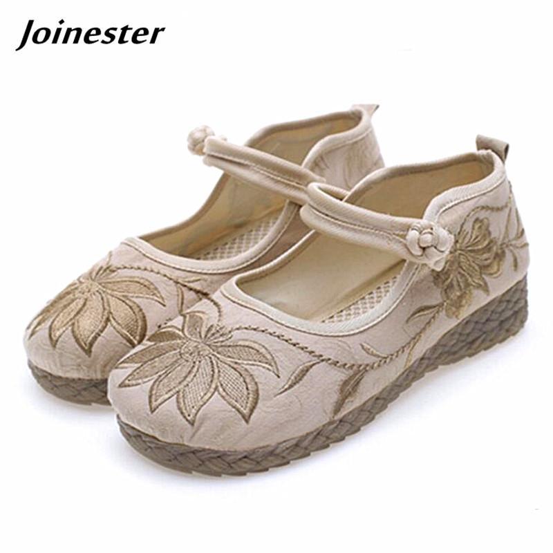 9f9c24687 Compre Vestido Sapatos Das Senhoras Dedo Do Pé Redondo Floral Tecido De  Algodão Bordado Mocassins Étnicas Do Vintage Das Mulheres Bombas Sapato  Conforto ...