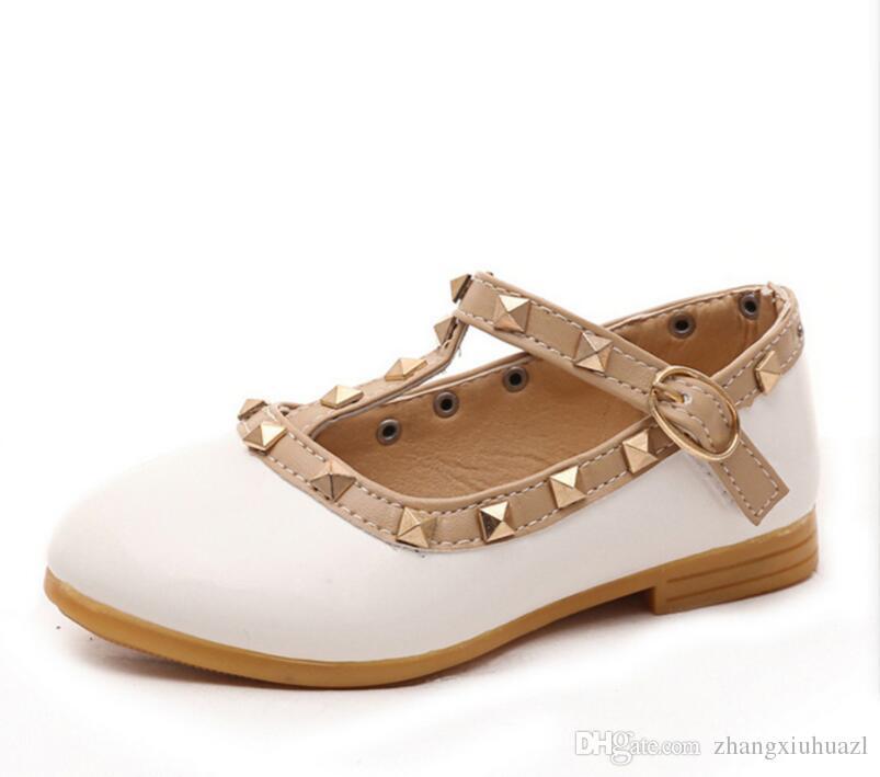 8b710aa4ea0a8 Acheter Fille Princesse Chaussures 2018 Nouveau Style En Cuir Verni Fille  Fille Plat Toddler Princesse Chaussures Rivet T Sangle Marque Enfants  Enfants ...