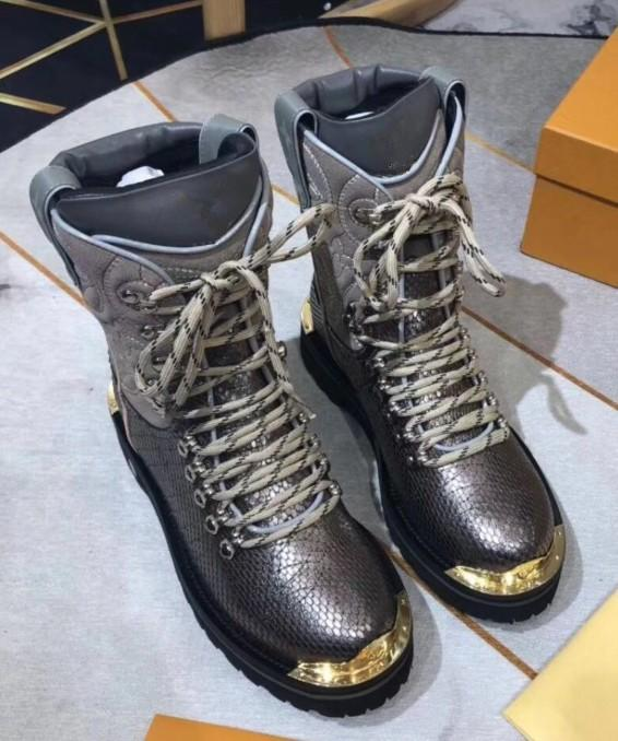 aafe7685e08aa 2018 Best Designer Shoes Women Designer Boots Martin Desert Boot Flamingos  Love Arrow Medal Real Leather Coarse Winter Shoes Luxury Shoes F6 Sporto  Boots ...