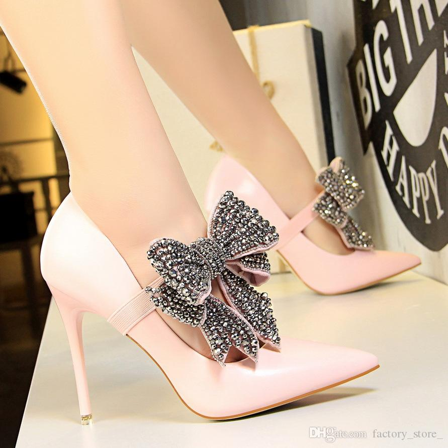 70788d21c2 Compre Senhoras Borboleta Nó Strass Saltos De Cristal Sapatos De Salto Alto  Sexy Sapatos De Luxo Mulheres Designers Fetiche De Salto Alto Mulheres  Bombas De ...