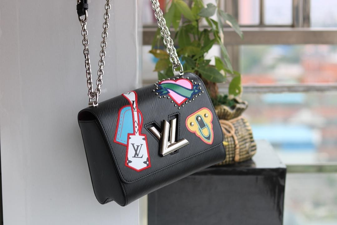 f2a5ac5a21b8 2019 Italy Brand Leather Handbags Women Red Lips Shoulder Bags Fashions  Solid Color Bags Famous Design Messenger Bags Man Bags Crossbody Purses  From ...