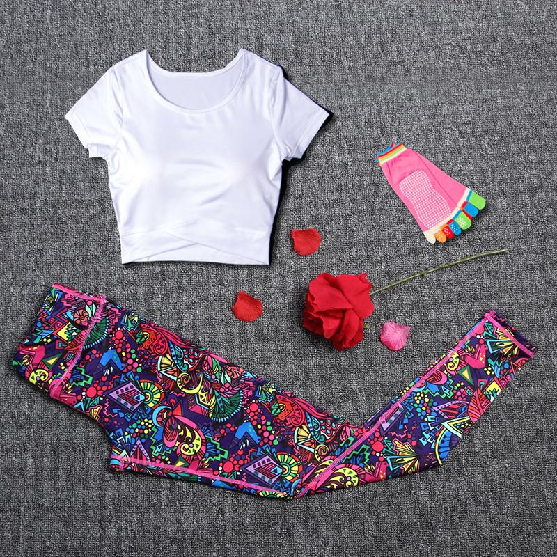 Femmes Sport Suit Fitness Yoga Sets Sport Running Running Leggings 3Pcs / set T-shirt + Chaussettes De Yoga + Pantalon De Gymnase Sportswear