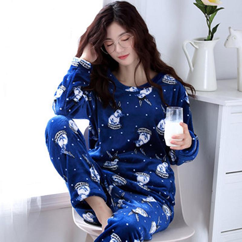 3b79da9922 Compre Conjuntos De Pijamas De Invierno Para Mujer Pantalones De Poliéster  Llenos Dama Pijama De Dos Piezas Conjunto De Franela Conejito Femenino De  Dibujos ...