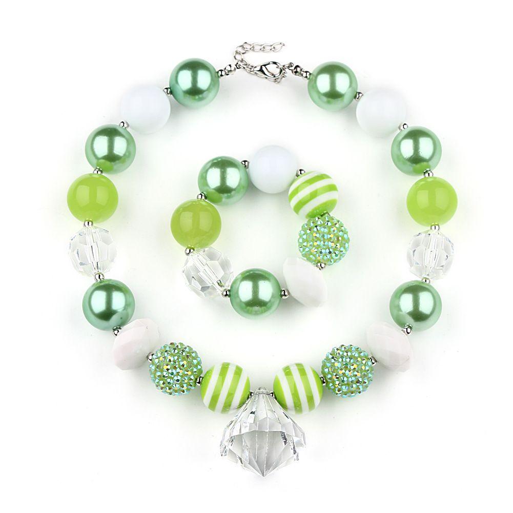 f0a5a4bb6a41 Compre VCMART DAL16740 Collar De Abalorios Y Collar De Perlas De Colores  Para Niñas Niños Acrílico Colgante De Cristal Verde Conjunto De Joyas A   9.54 Del ...