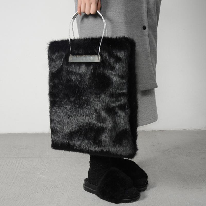 2019 Stylish Winter Black Fur Women Handbags Luxuy Handle Totes Bag  Designer Clutch Purse Ladies Leather Bag Bolsa Feminina D19011204 Branded  Bags Evening ... da2961ca64d90