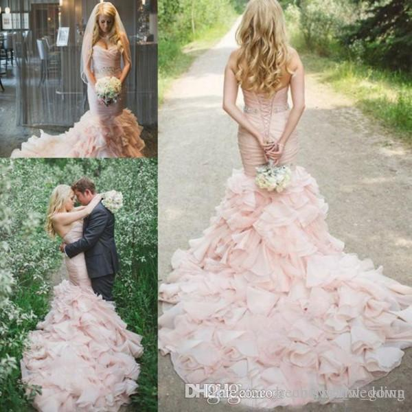2018 Country Blush Pink Abiti da sposa Mermaid Sweetheart Sweep Train Abiti da sposa con Crystal Sash Tiered Gonne Organza Abiti da sposa