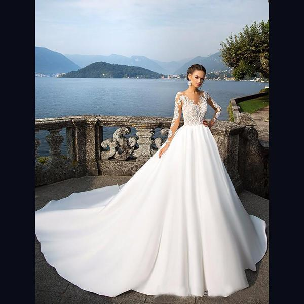 Atmospheric Long-sleeved Wedding Dresses Small Round Neck Perspective Thin Mesh Lace Satin Cloth Big Trailing Castle Bride Dresses