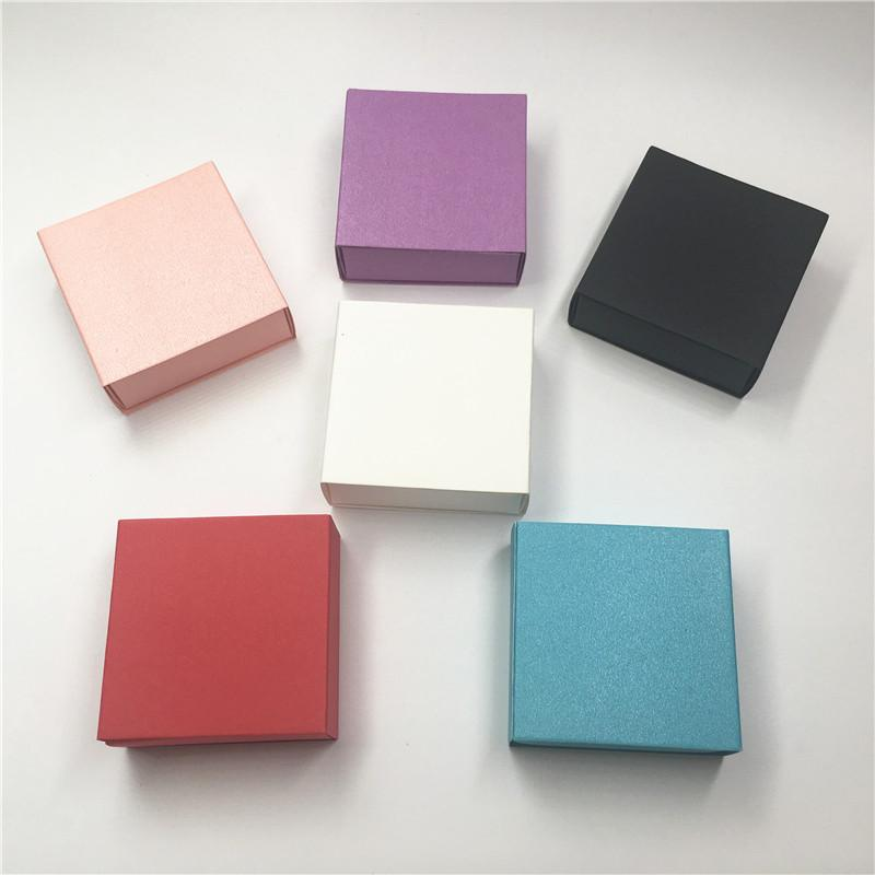 6a649a57acd2 Compre 24 Unids   Lote 6.2x6.2x2.3cm Cajas En Forma De Cajón Multicolor Y  Brillante Hechas A Mano Con Cajas De Joyas De Regalo Personalizadas  Nacaradas A ...