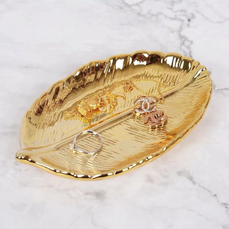 72d3a6977dac Hoja de oro decorativa Plato De Cerámica Plato Porcelana Dulce Baratija  Plato Joyería Fruta Bandeja de Servir Plato Vajilla Vajilla