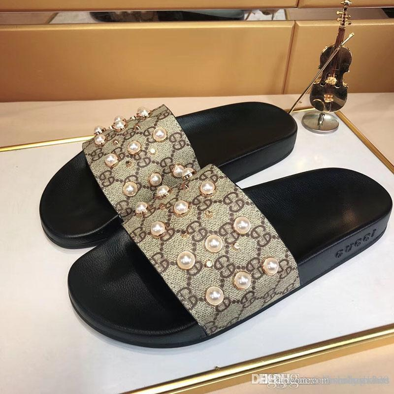 Summer High quality men's slippers 2020 Luxury Slippers Street Fashion Men's Sandals Outdoor Beach Sandals For men and women