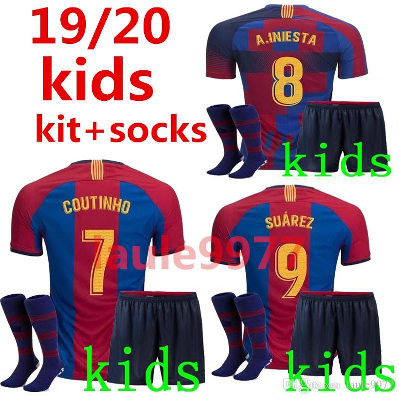 bc3e12aa2 Compre 2019 2020 Barcelona Edição Comemorativa Kit Crianças + Meias Camisa  De Futebol SUAREZ O.DEMBELE PIQUE Messi Campeões Camisa De Futebol Calções  ...
