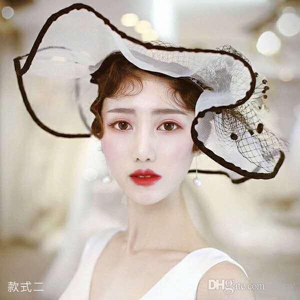 Bride S Headwear Retro Veil Cheongsam Accompanied With Gauze Feather Flower  Evening Gown Little Top Hat Female Hairdresser Black And White Bridal Hat  Veil ... 8aa82785e02
