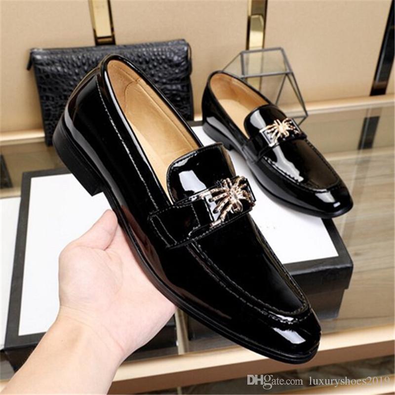 Acquista Moda Uomo Classico Marchio Scarpe 2019 In Vernice Nera Zapatos De Hombre  Uomo Bello Oxfords Slip On Uomo Piatto Vestito Scarpe A  170.61 Dal ... d7ddbc227ce