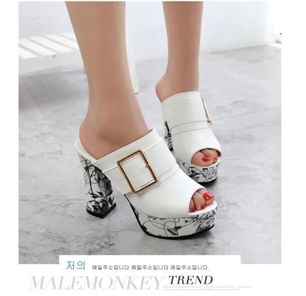 EFFGT 2018 estilo Chinelos Mulheres fivelas de plataforma Sandálias Das Mulheres de Salto Alto chinelo de Salto Grosso verão chinelo mulheres Sapatos