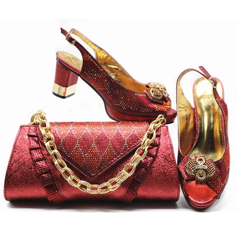 c55b6a19f Compre Novos Sapatos De Grife Mulheres De Luxo 2019 Sapato Italiano E Saco  Set Para O Partido Em Mulheres Sapatos Partido Niegrian Decorado Com Strass  De ...