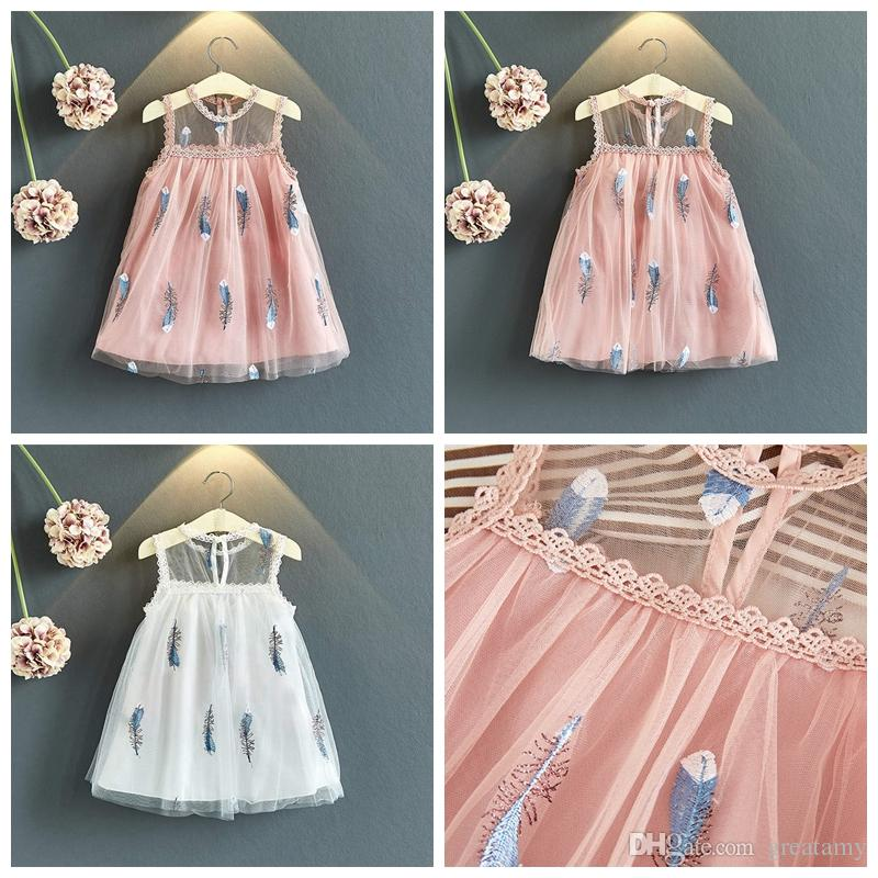 8a43899c0 Plumas bordadas de bebés niñas sin mangas faldas de color blanco y rosa  niña pricess dress niños verano boutiques ropa niñas diseñador de la ...
