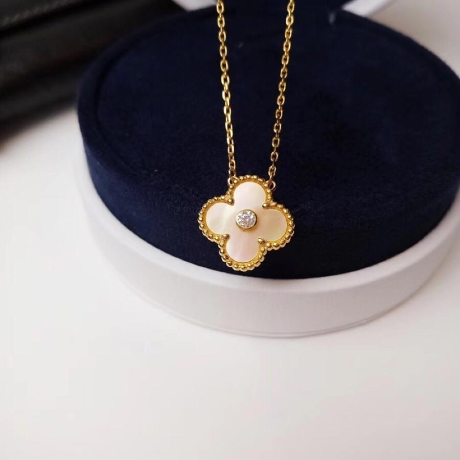 4812dd478 New women's charm diamond version of the malachite four-leaf clover 18k gold  shell necklace classic style goddess must