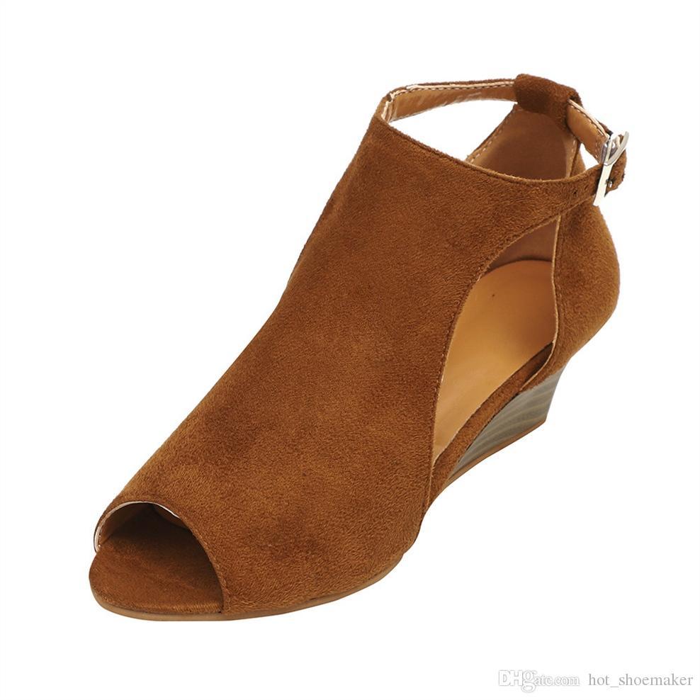 0e2f322e4 Compre 2018 Moda Sapatos De Verão Mulher Roma Ankle Strap Sandálias Flat  Casual Peep Toe Gladiador Plataforma Sandálias De Cunha # 10098 De  Hot_shoemaker, ...