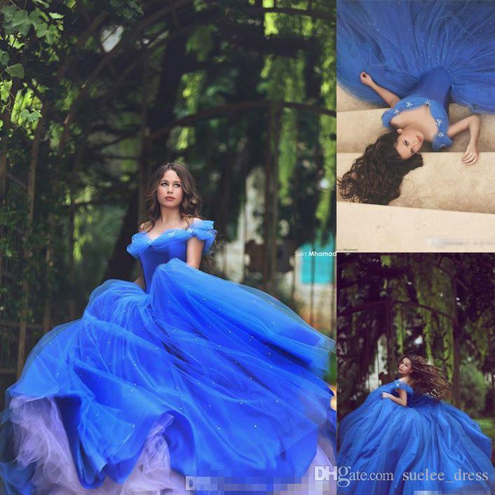 c3c0b4cf2 Compre 2019 Azul Real Cenicienta Vestido De Bola Vestidos De Quinceañera Tul  Acanalada Sexy Fuera Del Hombro Con Cuentas Puffy Flores Dulce 15 16 Ropa  ...