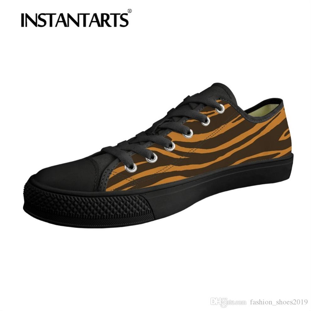 b055f9d71 Compre INSTANTARTS Moda Masculina Low Top Sapatos De Lona Homem Vulcanize  Sapatos Casuais 3D Legal Animal Leopard Print Flats Meninos Tênis # 289269  De ...