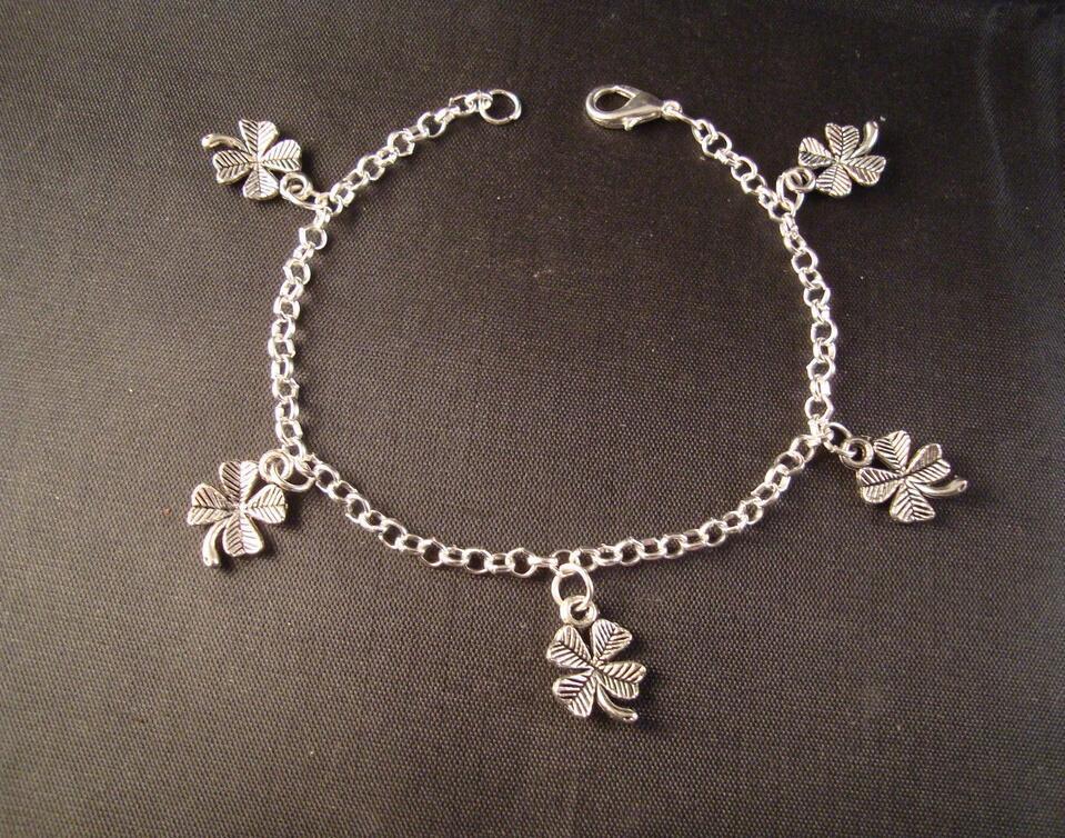 4 Leaf Clover /Shamrock Bracelet Jewelry 20pcs Fashion Vintage Silver  Charms Protection Spiritual Bracelets&Bangle D1172