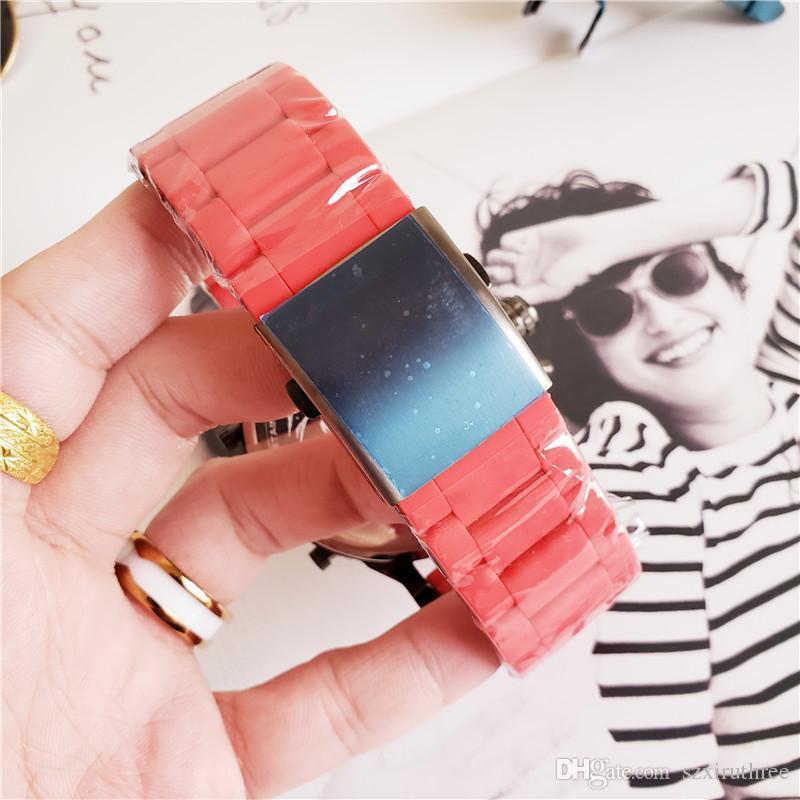 Sıcak Moda Marka Erkek İzle 3A-Kalite 60mm Dial Kırmızı veya Beyaz Kapak plastik Metal Kayış Chronograph Bilek Kuvars İzle