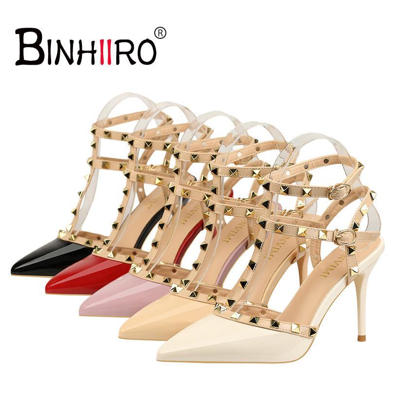 3cd362ebbb6 Compre BINHIIRO Sapatos De Salto Alto Mulher 2018 New Sapatos Femininos Moda  Feminina Sandálias De Rebite De Metal Decoração Pu Mulheres De Couro De  Salto ...