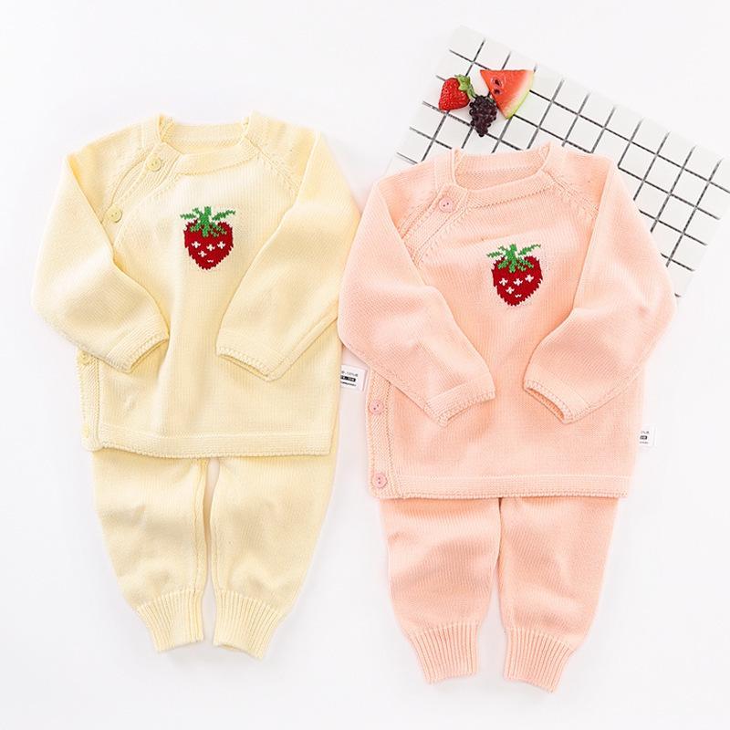 cdb8a9d2cddc Compre Morango Bonito Dos Desenhos Animados Do Bebê Menina Roupas Definir  Recém Nascido Blusas De Malha Casaco Infantil Outerwear Da Criança Cardigan  Calças ...