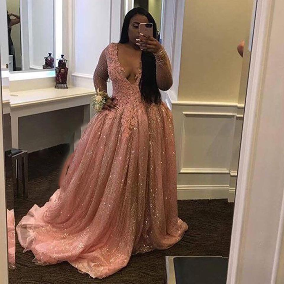 Pink Sexy Plus Size Evening Dresses Long Sleeves Plunging V Neck Lace Appliques Glitter Fabric Prom Dresses For Black Girls DE039
