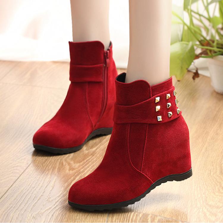f6218f880e7 Compre 2018 Remaches De Primavera Alto Top Cuñas De Mujer Tacones Botas  Negro Rojo Beige Zapatillas De Deporte Casuales Zapatos Damas Botines A  $24.34 Del ...