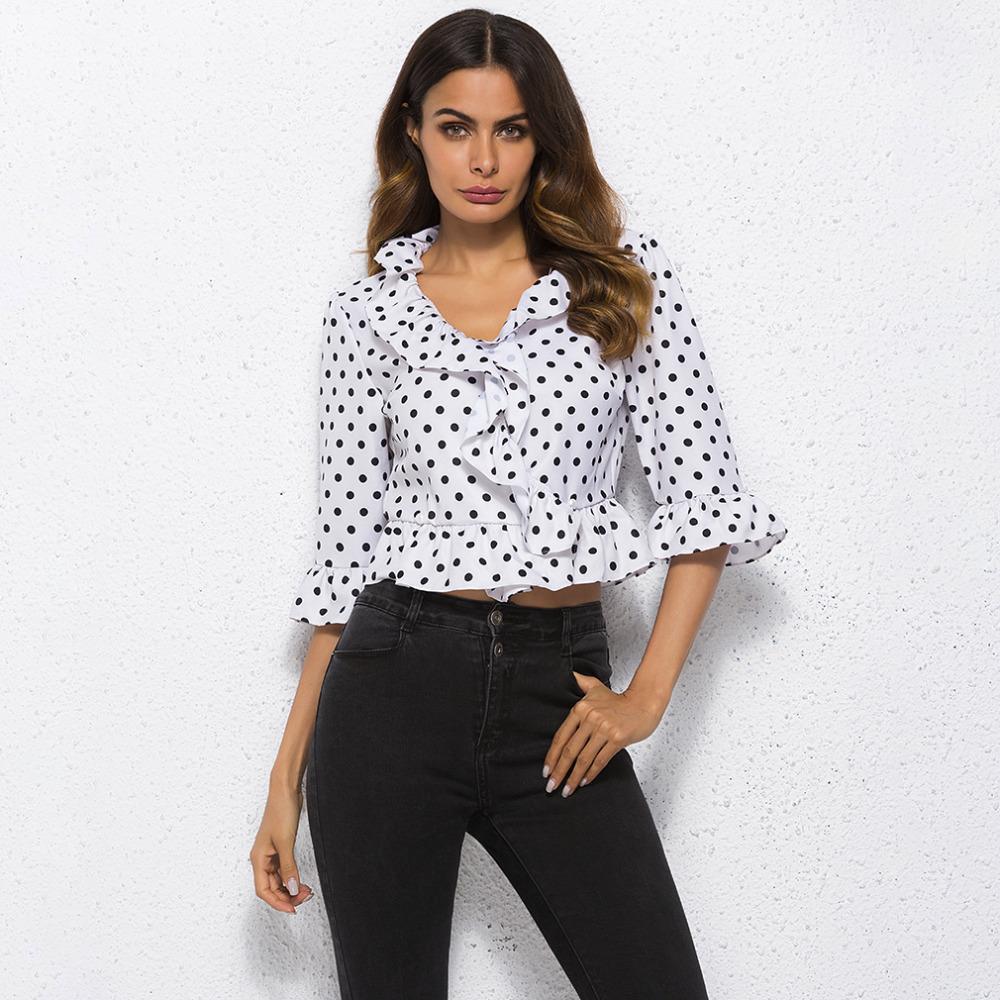 a1b7c0613b Compre Cuello En V Elegante Verano 2019 Media Manga Blusa De Las Mujeres  Camisa Crop Top Nuevo Punto Blanco Moda Camisa De Las Mujeres Blusas Tops A   27.18 ...