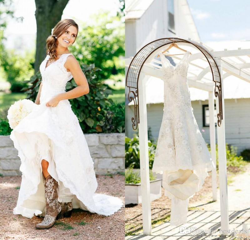 20bd4269b313 Acquista 2017 Rustico Cowgirl Boots Abiti Da Sposa In Pizzo Boho Paese  Abito Da Sposa Con Scollo A V Bohemian Wedding Gowns Custom Made A  153.85  Dal ...