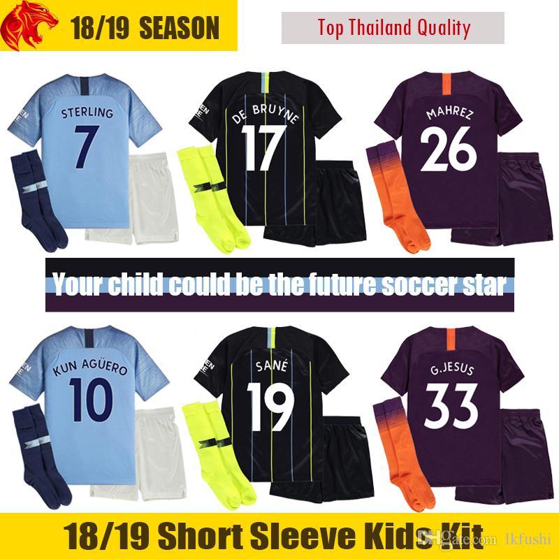 66d9f3d01 Compre 18 19 Manchester City Niños Camisetas De Fútbol 2018 MAHREZ G.JESUS Manchester  City KUN AGUERO Niños Juegos De Fútbol SILVA STERLING Man City DE ...