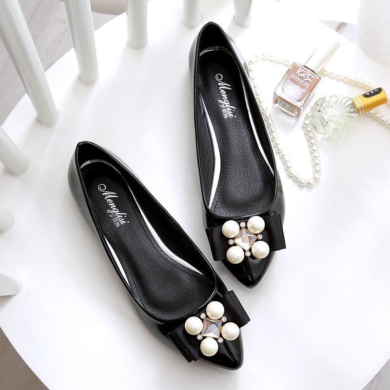 b6bb6d3b28b50d Acheter Femmes Chaussures Plates Printemps Nude Femme Extra Grande Taille  35 43 Automne Dames En Cuir Verni Bout Pointu Strass Doux Arc Chaussures  Nouveau ...