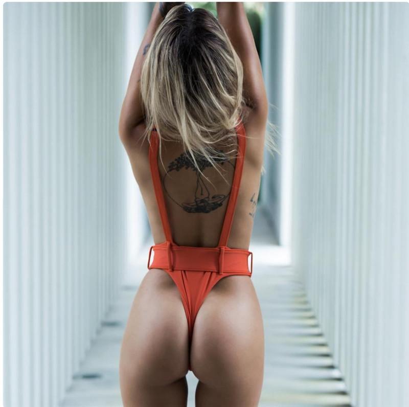 Traje de baño de las mujeres sin espalda del traje de baño del bikini Womnes mangas ajustado de Body Solid Una pieza de traje de baño de Monokini de deporte