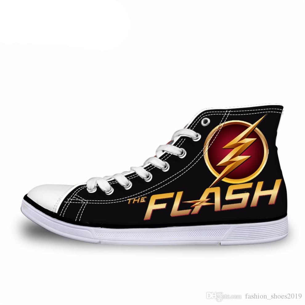 9aacb15ed Compre NOISYDESIGNS Moda Masculina Alta Top Sapatas De Lona Legal 3D Super  Hero O Flash Imprimir Lace Up Vulcanize Sapato Masculino Conforto Sapatos  Baixos ...