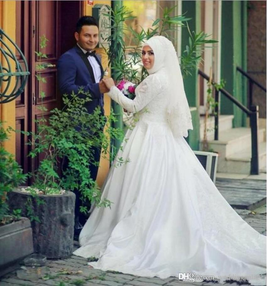 Long Sleeves Arabic Muslim Wedding Dresses with Lace Appliques Beaded Pearls High Neck Custom Made Romantic White Bridal Gowns