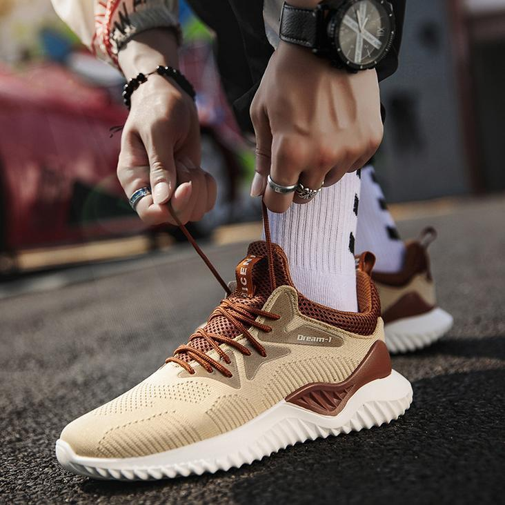 The hottest upgraded version of men's sneakers Canvas mesh flying woven running shoes Outdoor ventilated lightweight jogging shoes Free ship