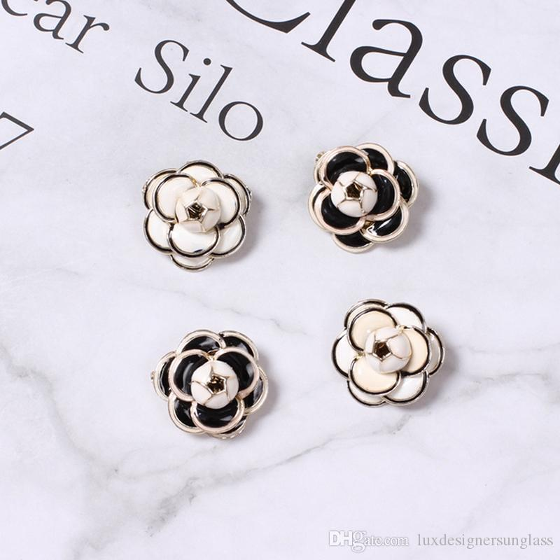 Women Camellia Mini Brooch Flower Brooch Suit Lapel Pin Gift for Love Girlfriend Fashion Jewelry Accessories